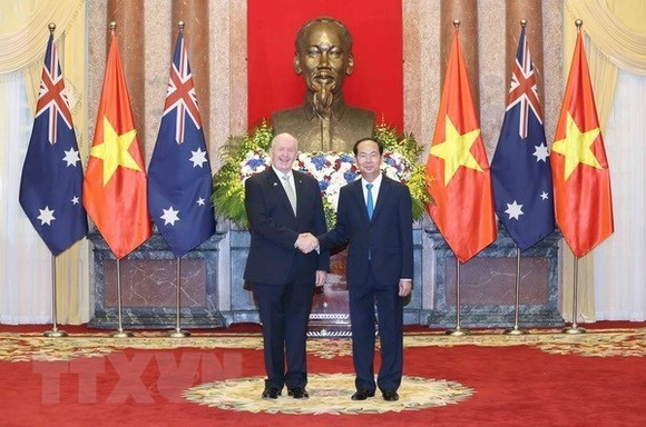 President Tran Dai Quang (R) and Governor-General of Australia Peter Cosgrove (Photo: VNA)