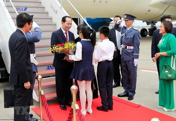 President Tran Dai Quang was greeted at the Haneda International Airport (Photo: VNA)