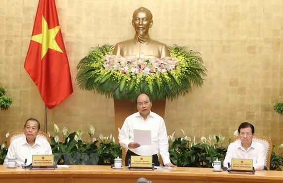 Prime Minister Nguyen Xuan Phuc (middle) at the meeting (Source: VNA)