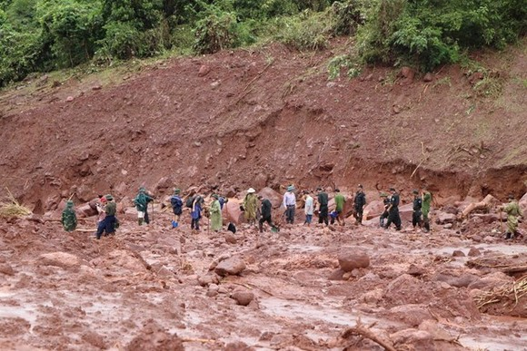 Landslides hit the northern mountainous region due to torrential rains and floods (Photo: VNA)