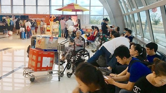 Carriers have cancelled many flights on local routes because of the influence of tropical typhoon Son Tinh.