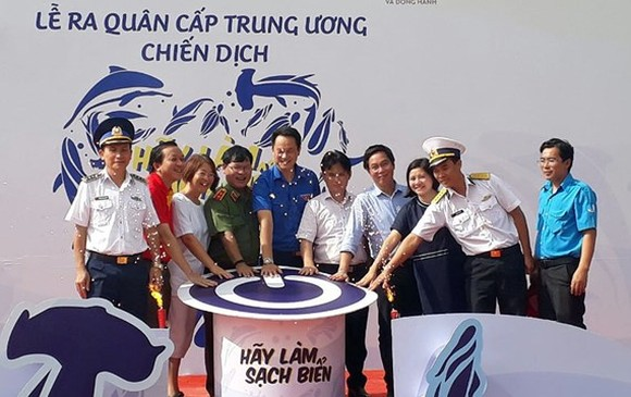 A sea cleaning campaign has been launched on Phu Quoc island. (Photo: Sggp)