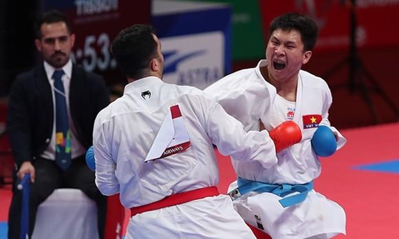 Karate athlete Nguyen Minh Phung (right). (Photo: vnexpress.net)