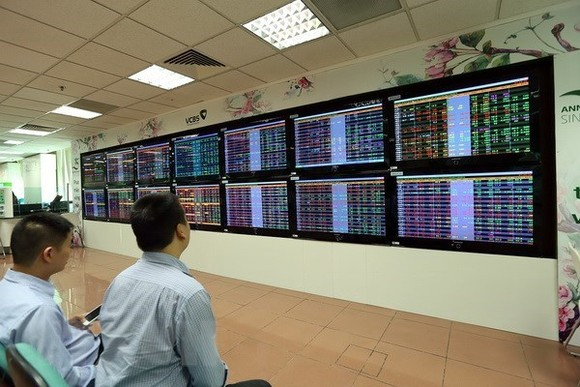 Vietnamese shares ended in negative territory on October 1. (Photo: VNA)