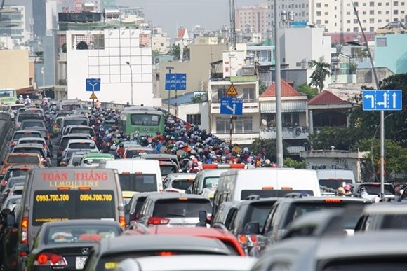 Traffic congestion on Thu Thiem bridge in HCM City (Photo: VNA)