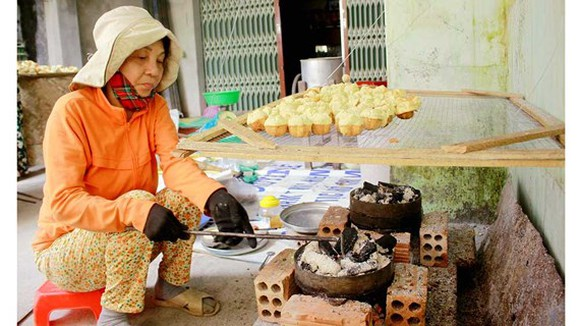 A craft village makingBanh Thuan in Duc Thanh commune , Mo Duc district is now busy preparing for Tet.  (Photo: sggp)