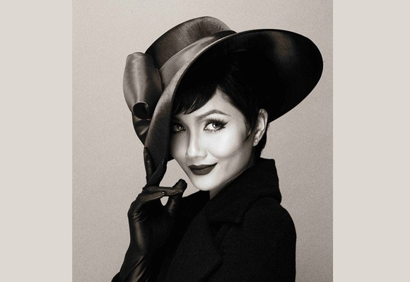 H'Hen Nie shares her vintage black-and-white photographs