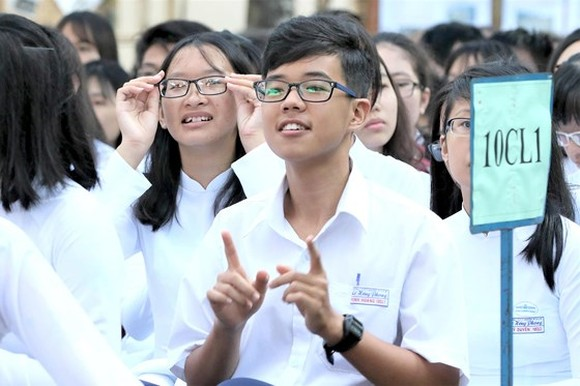 Students face difficulty in entering State-owned high schools in HCMC