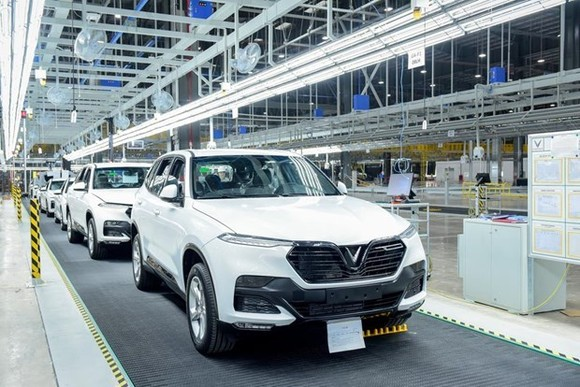 VinFast has shipped batches of cars to 14 countries across Asia, Europe, Africa and Australia to test them for safety and endurance. (Source: VNA)