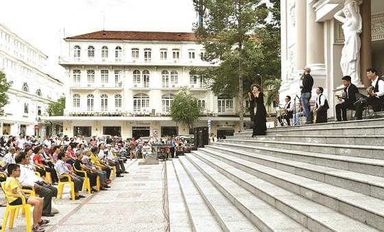 An outdoor concert in the municipal Opera House