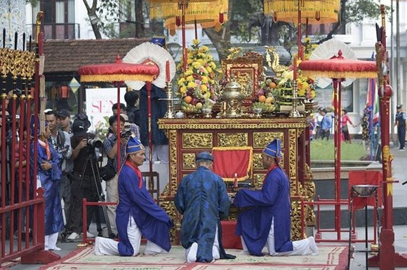 A ceremony honoring founders of traditional craft in Hue