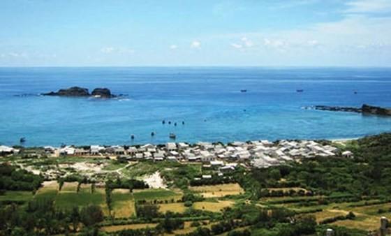 Trieu Duong bay in Phu Quy island