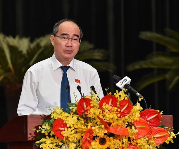Politburo member and Secretary of the Ho Chi Minh City Party Committee, Nguyen Thien Nhan speaks at the meeting. (Photo: SGGP)