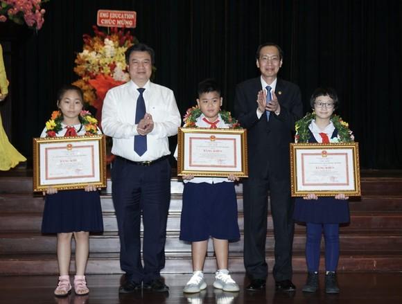TPHCM tuyên dương, khen thưởng 618 học sinh giỏi tiêu biểu ảnh 6