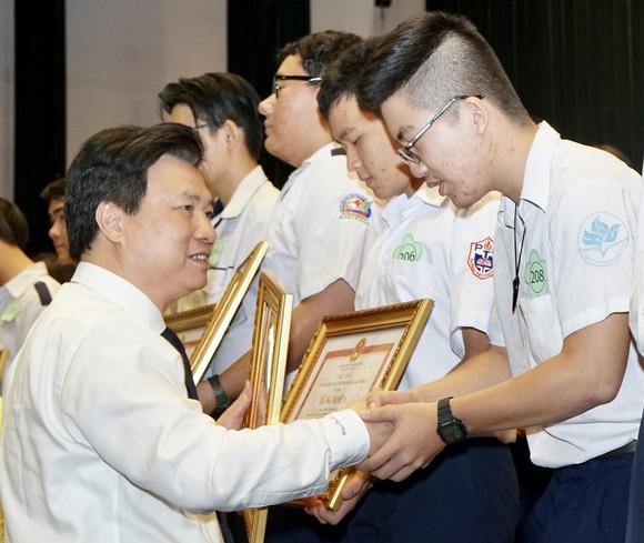 TPHCM tuyên dương, khen thưởng 618 học sinh giỏi tiêu biểu ảnh 3