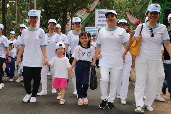 Hơn 5.000 người đi bộ Vì nạn nhân chất độc da cam ảnh 2