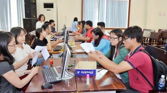 Thí sinh đăng ký xét tuyển vào Trường ĐH Sài Gòn (năm 2016)