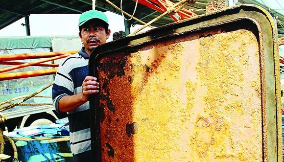 Các doanh nghiệp làm ăn gian dối khiến tàu của ngư dân  chưa kịp hạ thủy đã hư hỏng, gỉ sét