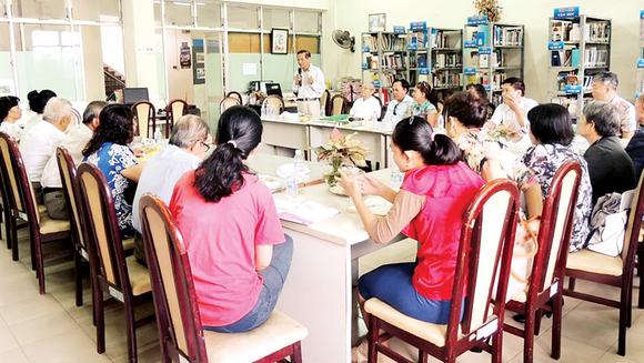 Một buổi sinh hoạt bạn đọc tại Thư viện quận Phú Nhuận