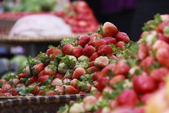 Sắc màu rau quả chợ Đà Lạt ảnh 1