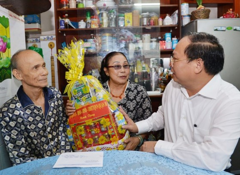 City leaders visit policy families ảnh 1