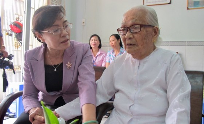 City leaders visit policy families ảnh 5