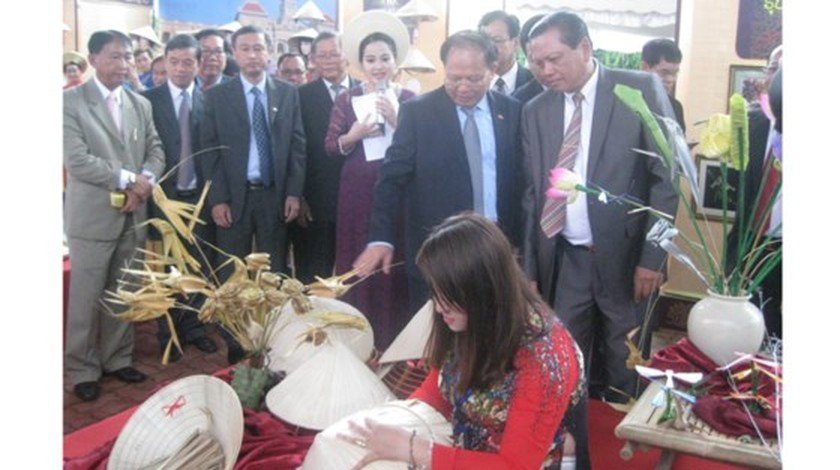 City delegation visits Laos ảnh 3