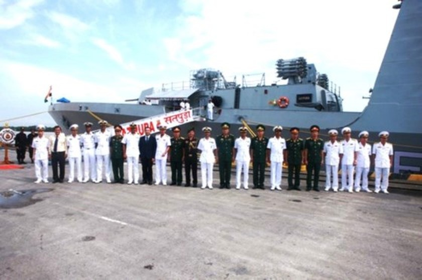 Indian naval ships arrive in Hai Phong city ảnh 1