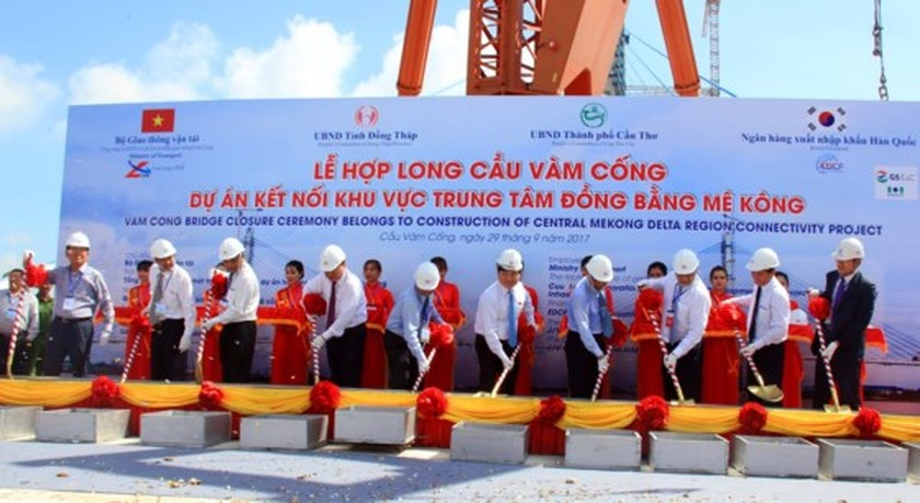 Closure ceremony of Vam Cong Bridge held  ảnh 1