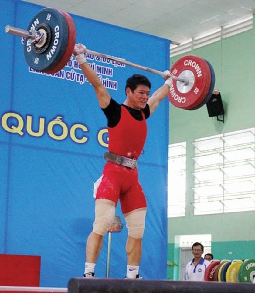 Thach Kim Tuan wins gold medal at National Weightlifting Championship ảnh 2