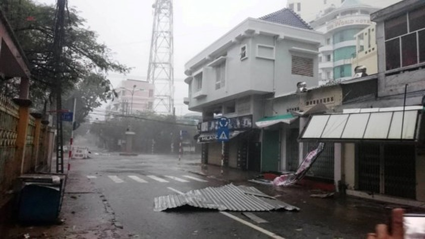 PM directs typhoon- hit areas to urgently deal with rain & flooding ảnh 1