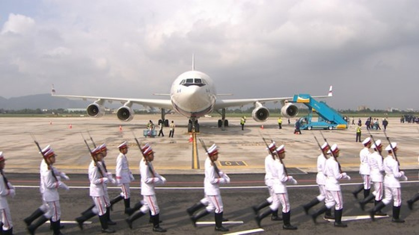 Russian President V. Putin arrives in Da Nang ảnh 2