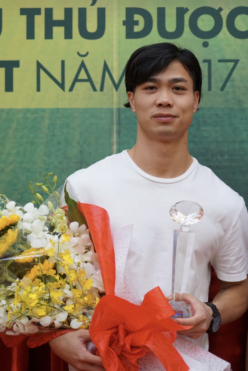 "Striker Nguyen Cong Phuong received ""Most Favorite Player"" title ảnh 1"