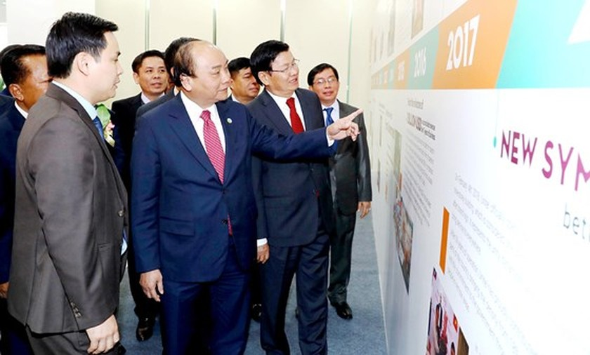 VN & Laos seek solutions to improve cooperation efficiency  ảnh 1