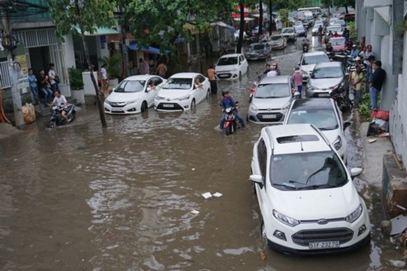 HCMC might install smart pumps to cope with street flooding ảnh 3