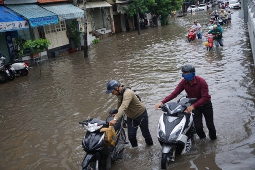 HCMC might install smart pumps to cope with street flooding ảnh 1