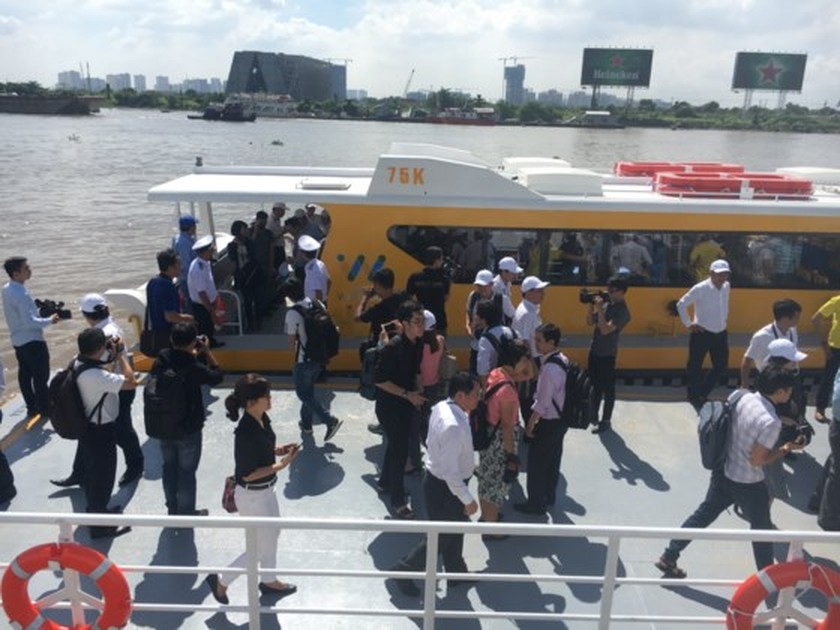 HCMC launches pilot operation of first river bus route ảnh 9