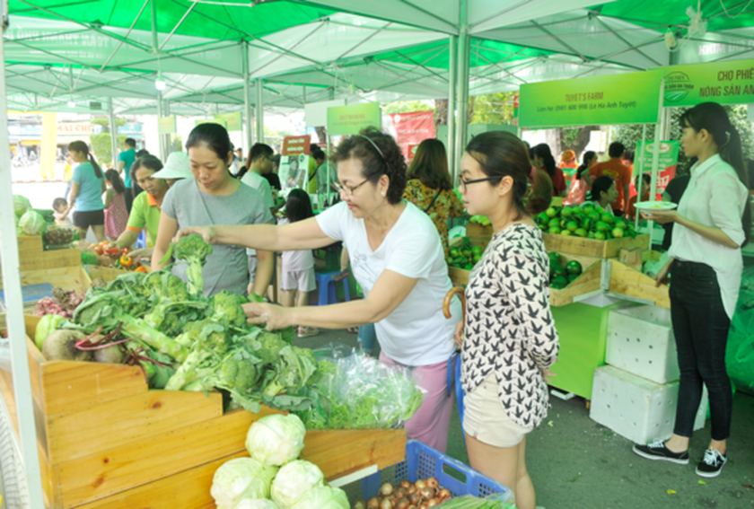 Third safe farm produce fair opened in HCMC ảnh 1
