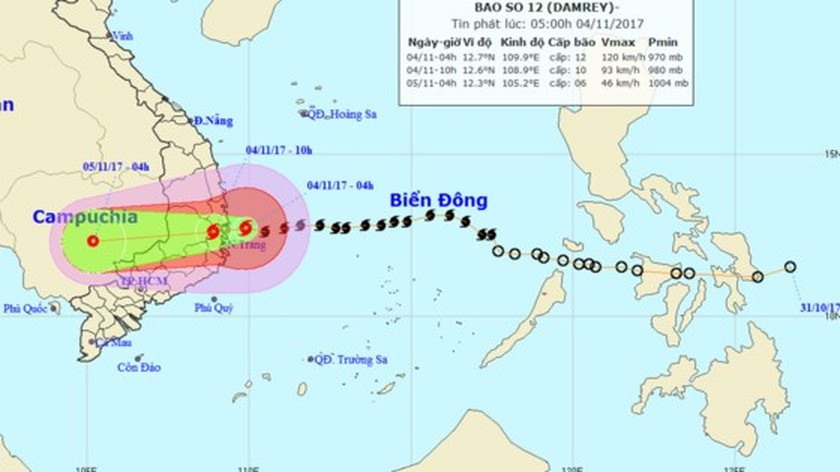 Typhoon Damrey makes landfall causing heavy rainfall, power outage ảnh 1