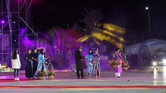 Dat Lat Flower Festival opens ảnh 5