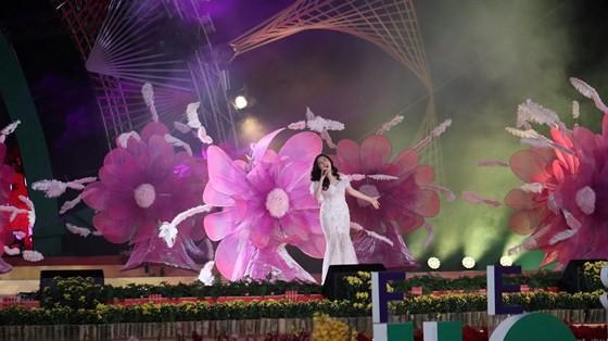 Dat Lat Flower Festival opens ảnh 4