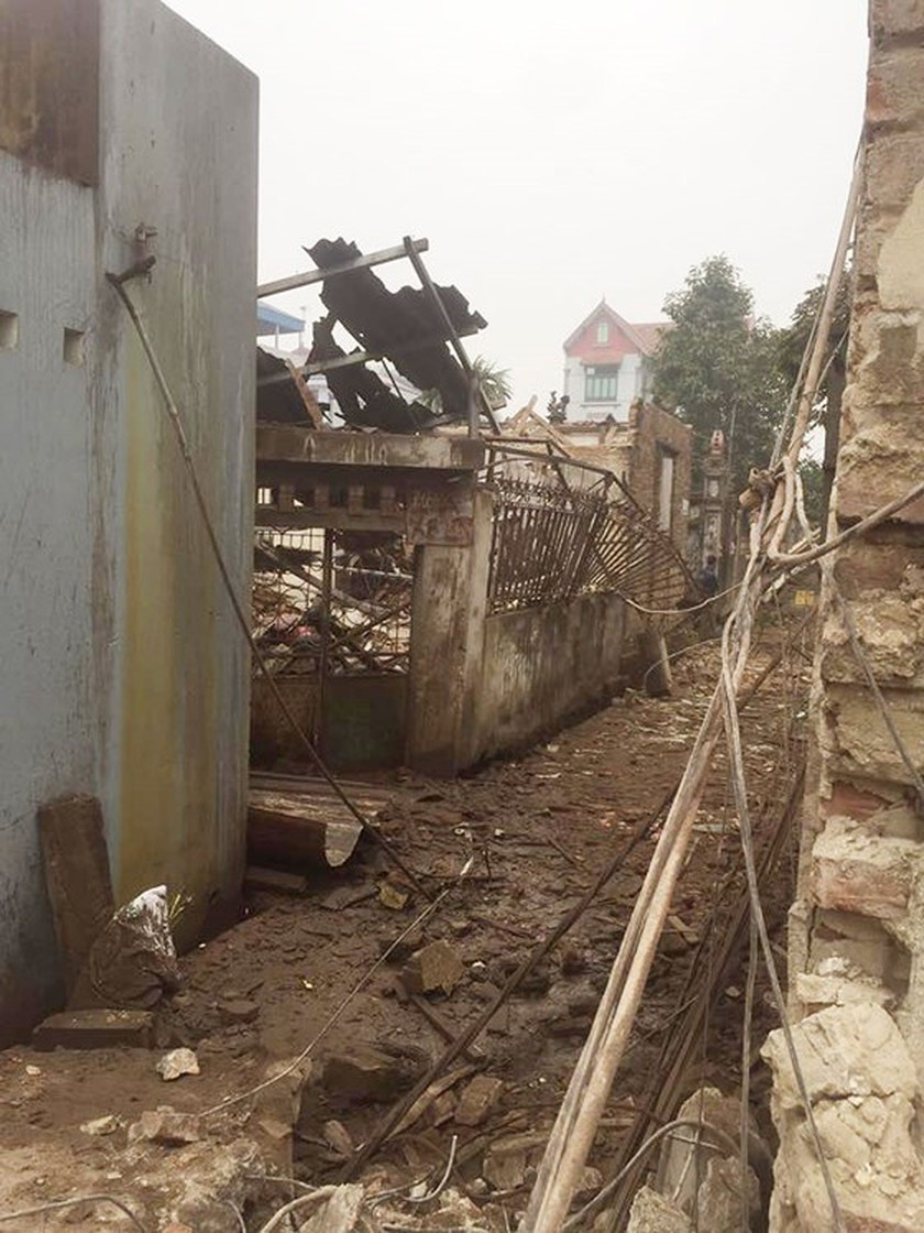 Nine causalities reported after big explosion in Bac Ninh province ảnh 5
