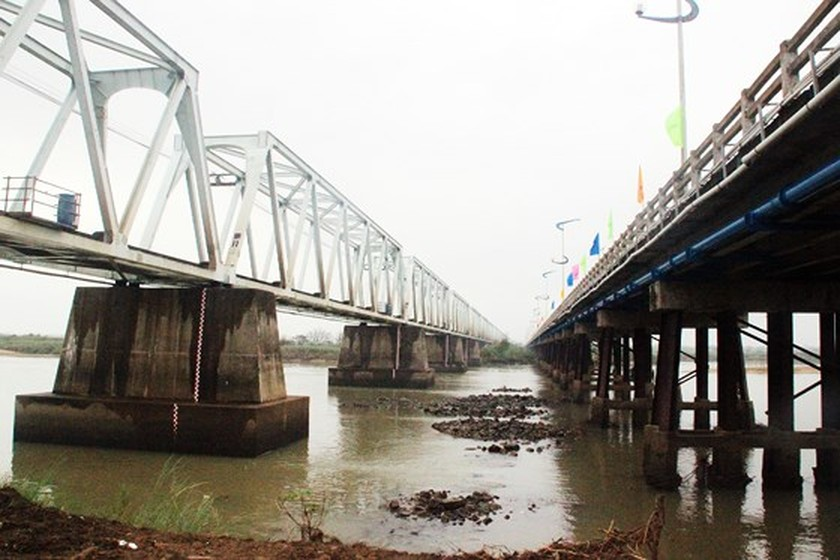 PM presses button to start work new Da Rang bridge ảnh 4