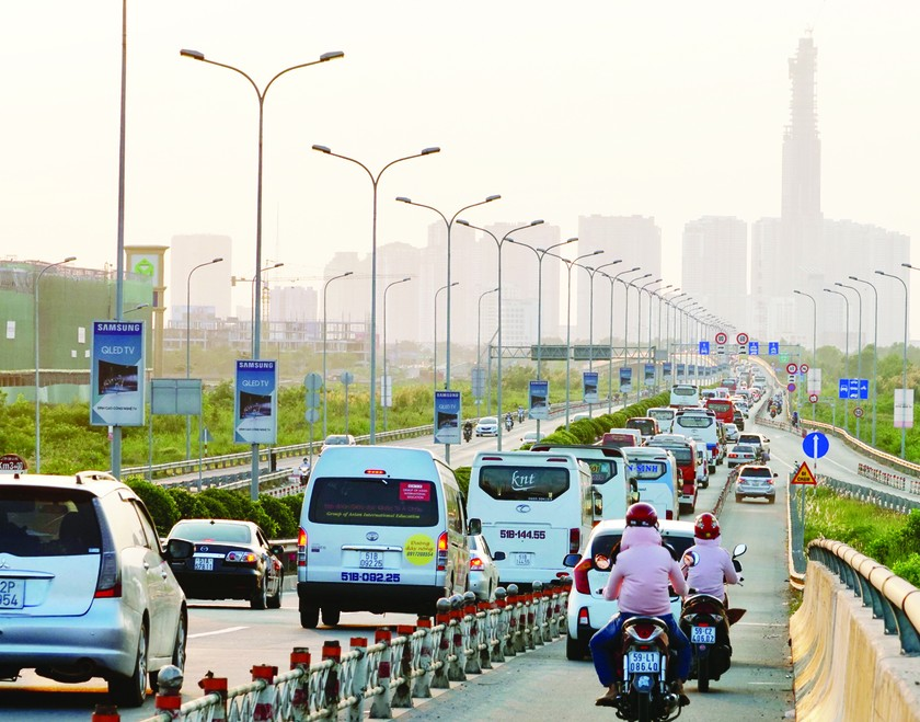 Millions of people come back to big cities after Tet  ảnh 1