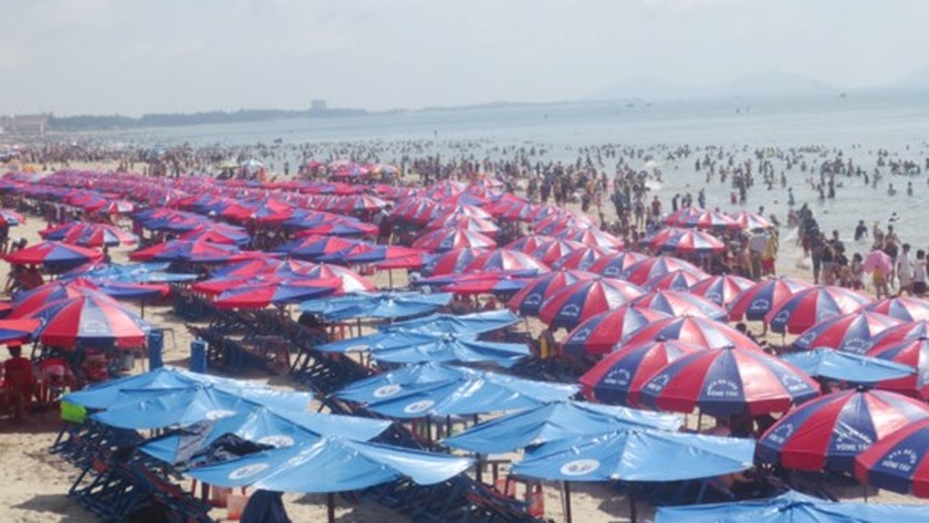 People flock to Vung Tau on National Day ảnh 1