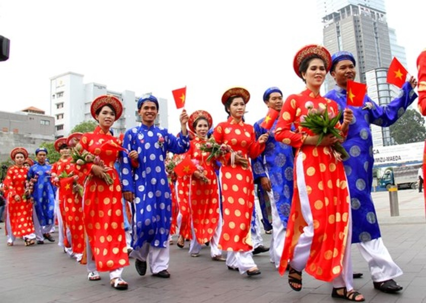 City organizes mass wedding of 100 couples on National Day ảnh 6