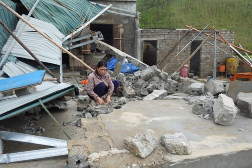 Quang Binh province destroyed after storm ảnh 3