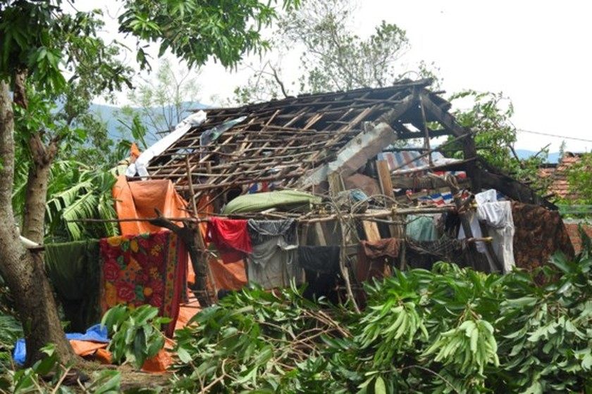 Quang Binh province destroyed after storm ảnh 5
