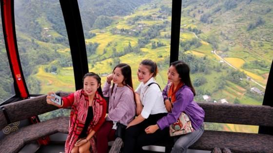 Muong Hoa Valley in ripe rice season ảnh 4