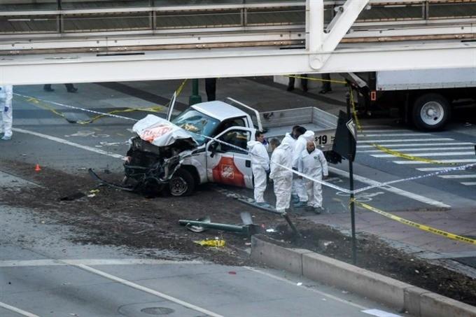 Eight dead in suspected terrorist truck attack on Manhattan bike path ảnh 1